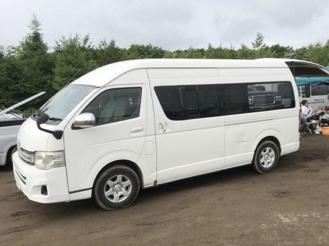 北海道キャンピングカーレンタルの車中泊車「ハイエースライトキャンピン」