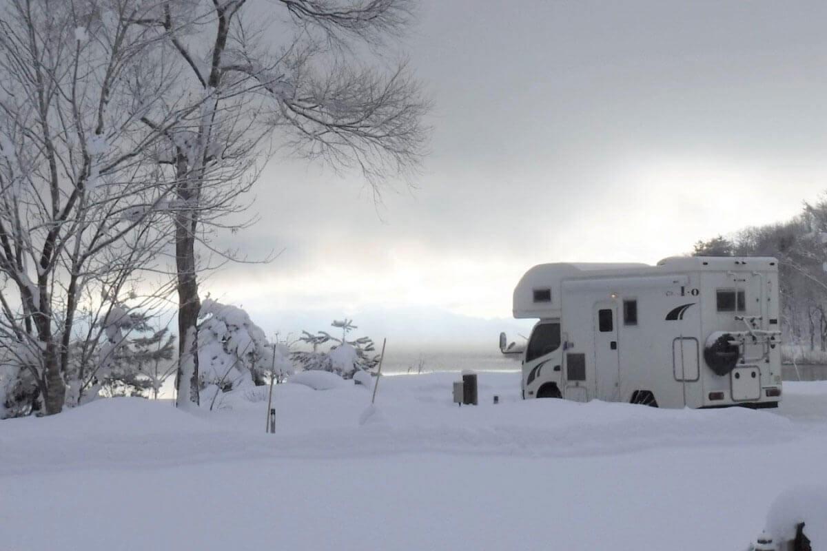 冬こそキャンピングカーをレンタルしよう!